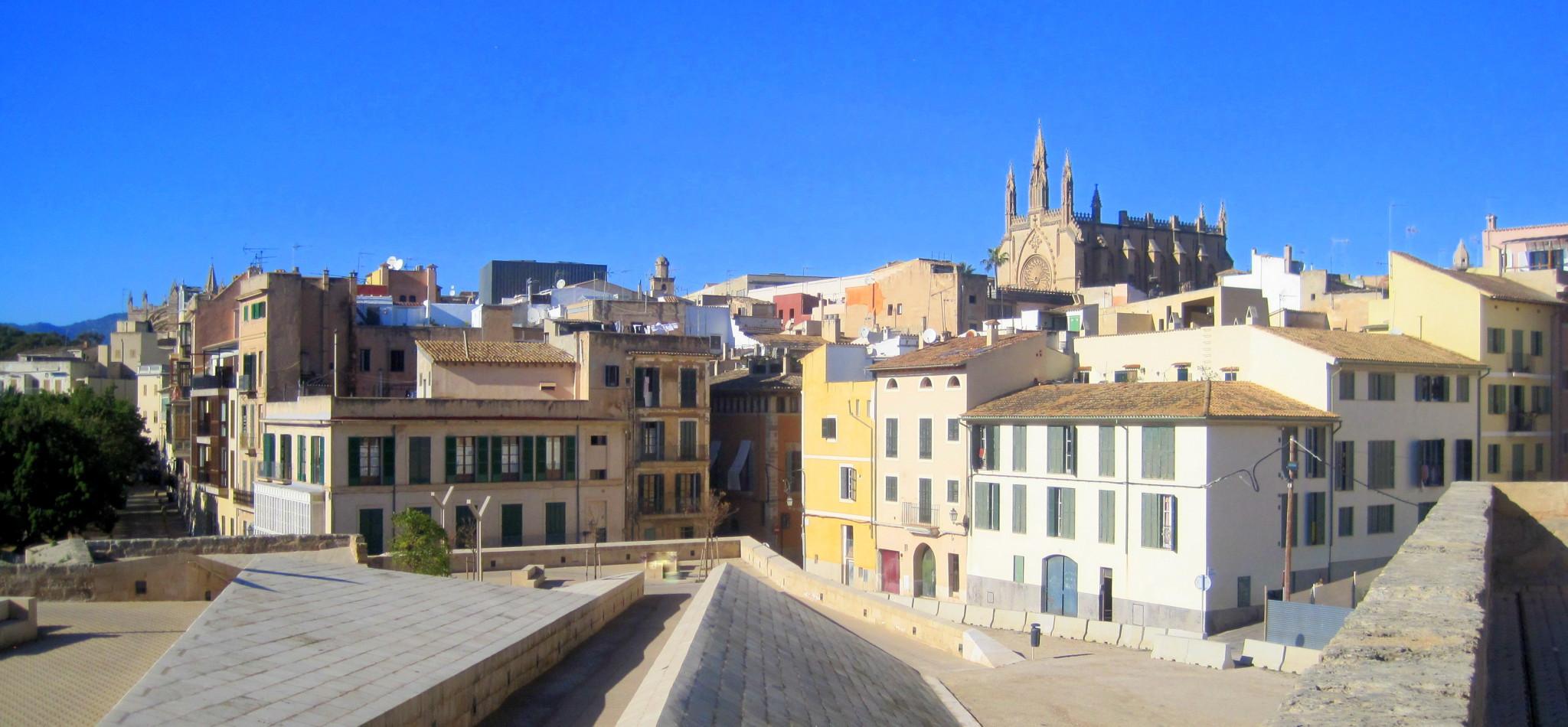 El Govern aprueba el proyecto de ley que regula el alquiler turístico y establece un techo real de plazas